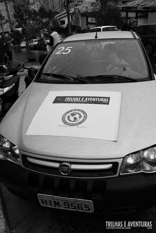 Novo Fiat Strada Adventure adesivado com a logo do Trilhas e Aventuras