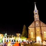 Igreja de São Pedro iluminada em Gramado