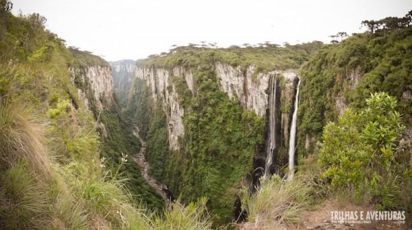 Panorâmica da Cachoeira das Andorinhas no Cânion Itaimbezinho