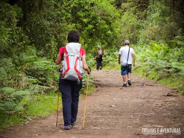 A Trilha do Cotovelo é uma leve caminhada por 6km de estrada de chão batida