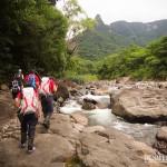 A caminhada é sempre feita nas margens ou por dentro do Rio do Boi