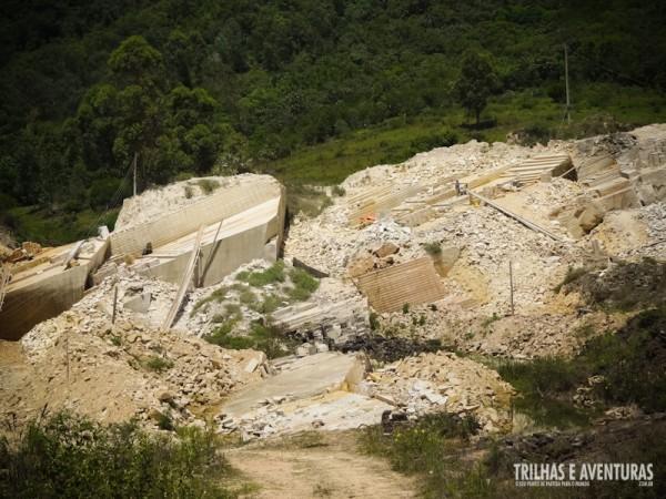 Pedreira de Arenito Botucatu que é utilizada na construção de casas da região
