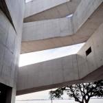 Antes de entrar o visitante já se impressiona com a arquitetura