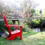 Cadeiras para leitura na beira do rio