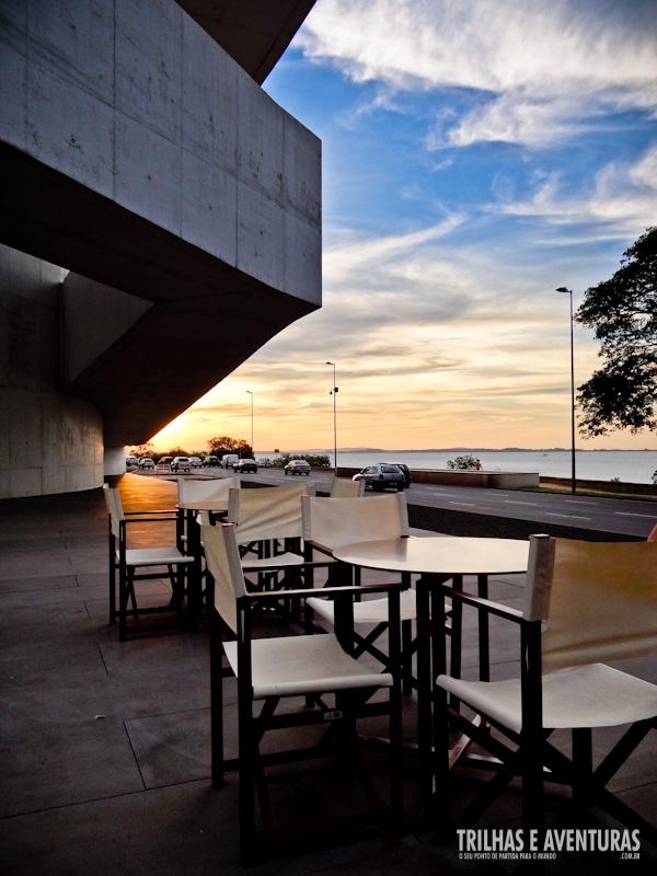 Um belo pôr-do-sol na Press Café - Iberê Camargo
