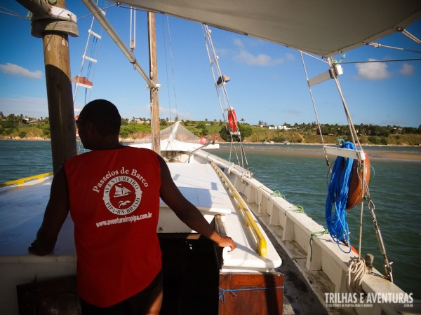 Tripulação uniformizada no passeio do Barco Aventureiro