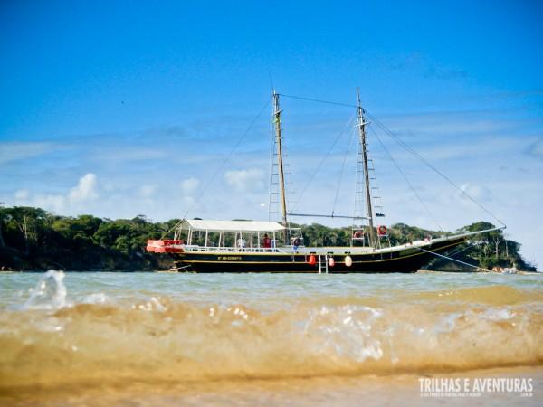 O Barco Aventureiro visto do banco de areia