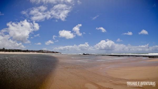 O encontro do mar com as águas do Rio Catu