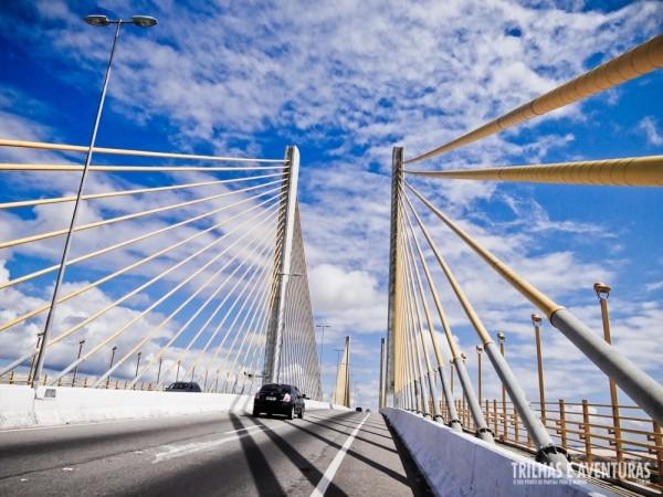 Em cima da Ponte Newton Navarro