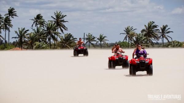 Muita aventura nas dunas de Punaú no passeio de quadriciclo