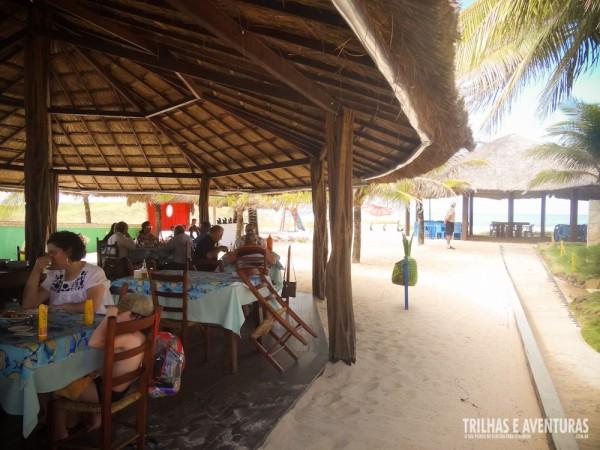 Espaço amplo e ventilado do Restaurante Solimar, em Cunhaú