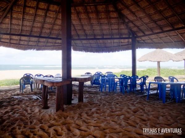 Espaços amplos e ventilados de frente a praia