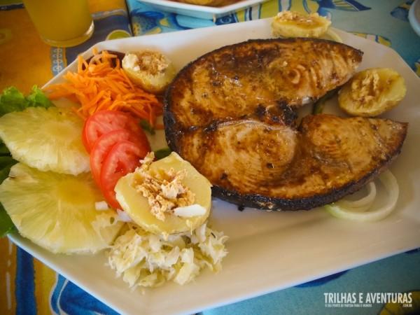 Churrasco de peixe para dois (apenas UMA posta de peixe)