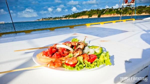 Nada mal almoçar com esse visual no barco heim?