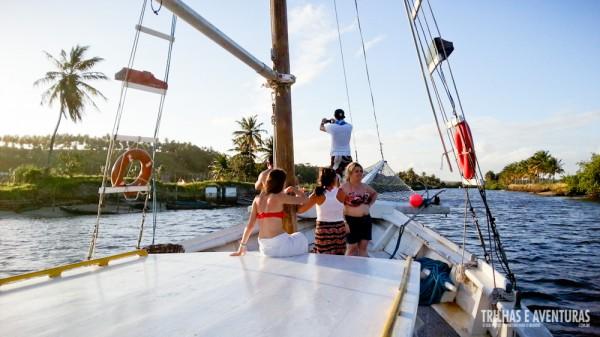 O Barco Aventureiro adentrando o manguezal da Lagoa de Guaraíras