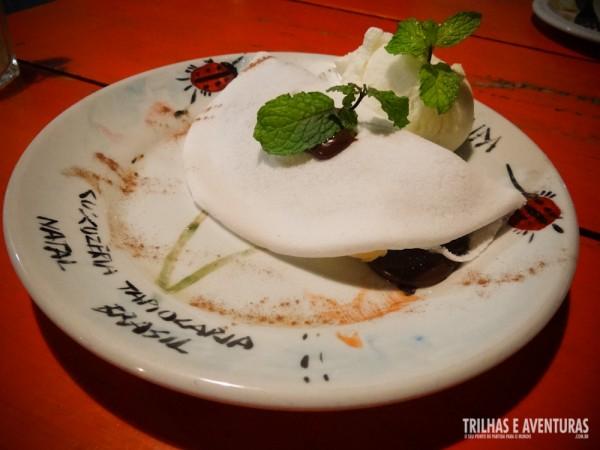 A sobremesa, uma tapioca com brigadeiro e sorvete de tapioca