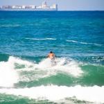Ondas perfeitas atraem os surfistas para este paraíso no Rio de Janeiro