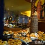 Variedade de pães doces e salgados