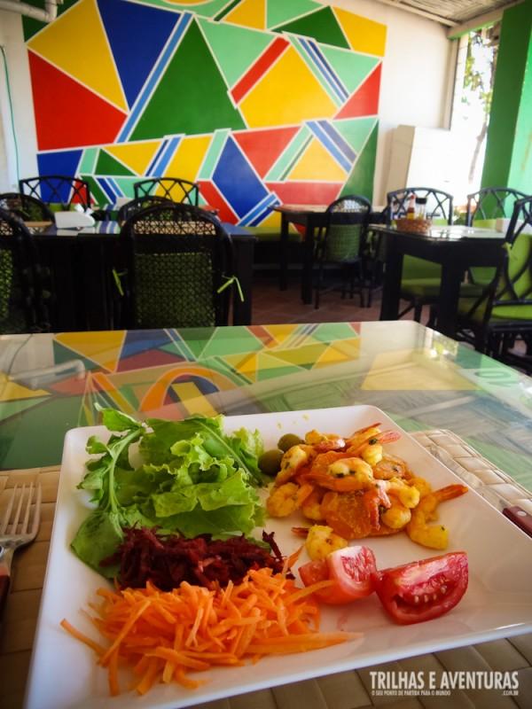 Almoçando no restaurante... ventilado e com vista para a praia