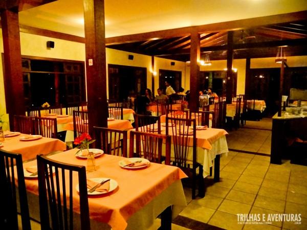 Área interna e climatizada do restaurante