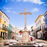 Praça do Pelourinho e suas casas coloridas