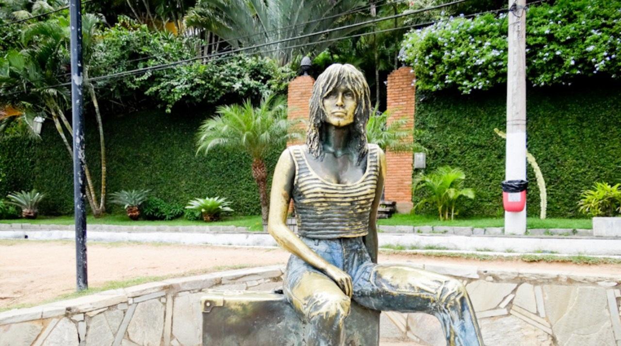 Estátua da Brigitte Bardot na Orla de Búzios