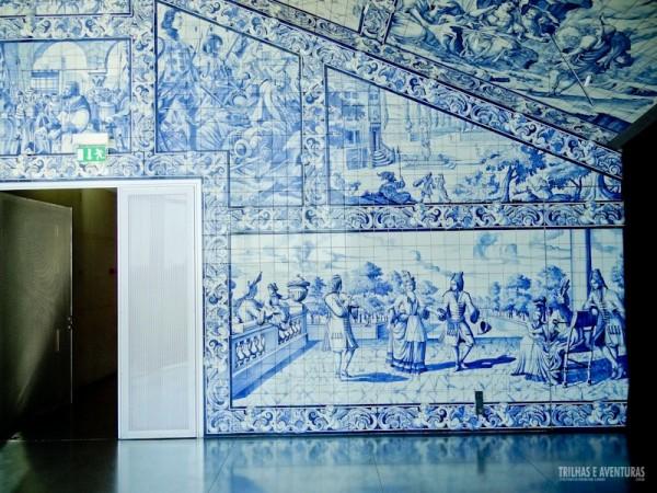 Sala VIP com azulejos portugueses de época