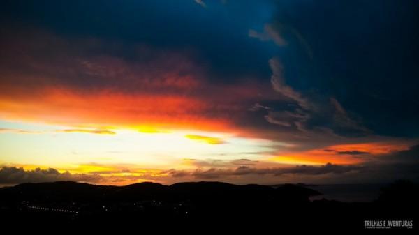 Belo fim de tarde visto da varanda