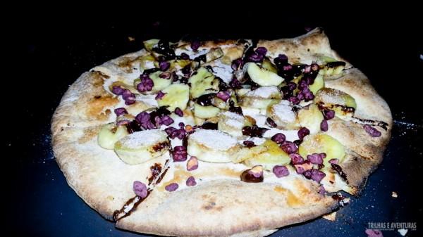 Sugestão: peça a pizza de banana com açúcar, canela e grãos de açaí