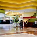 Lobby espaçoso com acesso ao Cassino