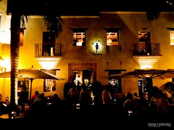 Fachada e parte da varanda do Restaurante Pat'e Palo
