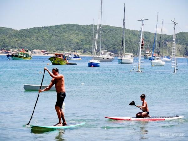 Praias com águas calmas incentivam a prática do SUP em Búzios