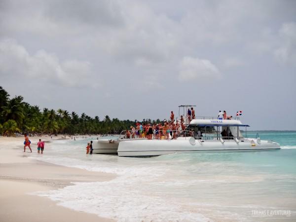 O catamaran deixa/pega os turistas na praia (mas vai depender das condições do mar)