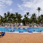 Panorâmica da piscina exclusiva para adultos no Hotel Riu Palace Macao