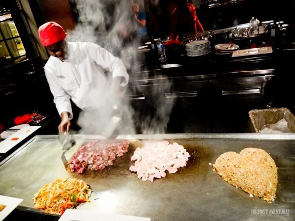 O chef preparando nossos deliciosos pratos orientais
