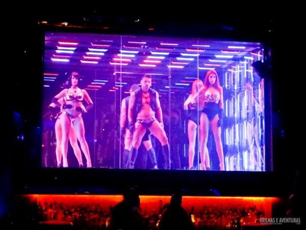 Dançarinos profissionais animam a noite na Boate ORO