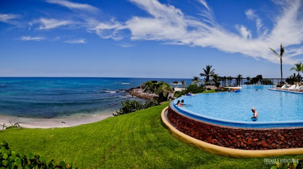 Piscina principal do Four Seasons Punta Mita