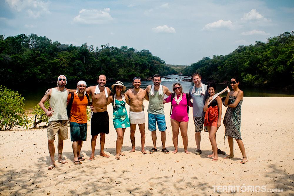 Blogueiros reunidos usando as toalhas que ganhamos da Cool Towels no Jalapão
