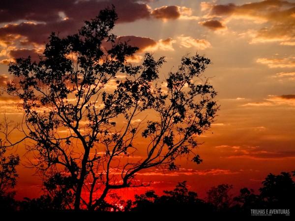 Parecia que o céu ia pegar fogo com esse lindo pôr-do-sol que vimos no Jalapão