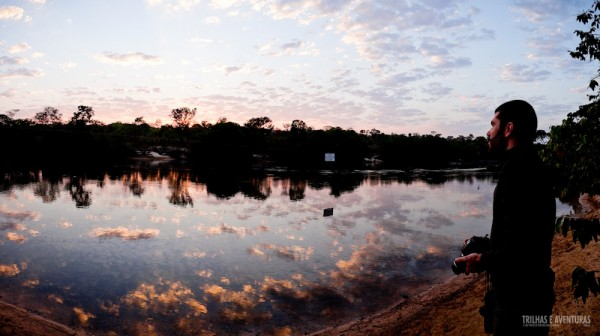 Fábio (Viagens Cinematográficas) apreciando o nascer do sol do acampamento da Korubo