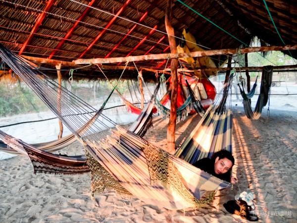 Cris descansando no redário do Safari Camp