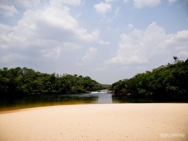 Espaço, tranquilidade e águas cristalinas te esperam na Prainha do Rio Novo