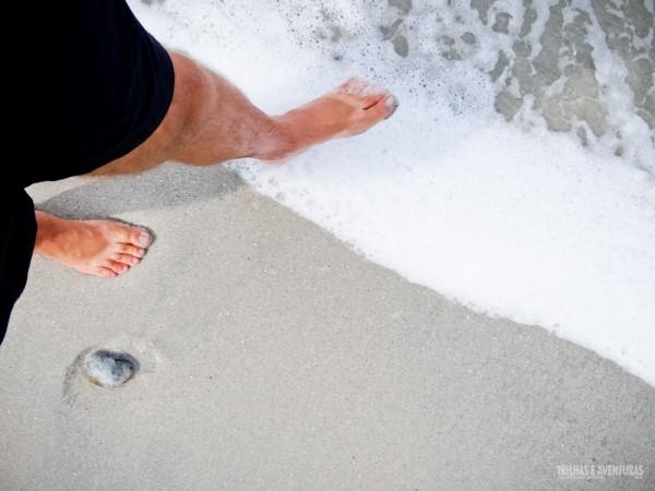 Pé na areia... espuma branquinha... tudo limpinho!