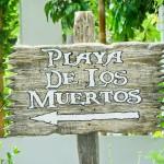 Placa indicando a Playa de Los Muertos