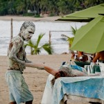 Massagem corporal em plena praia de Sayulita