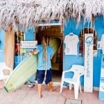 Pranchas podem ser alugadas nas escolas de surf e SUP