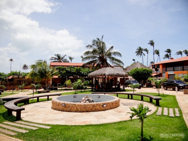 O chafariz, jardins e bancos da nova praça de Jericoacoara