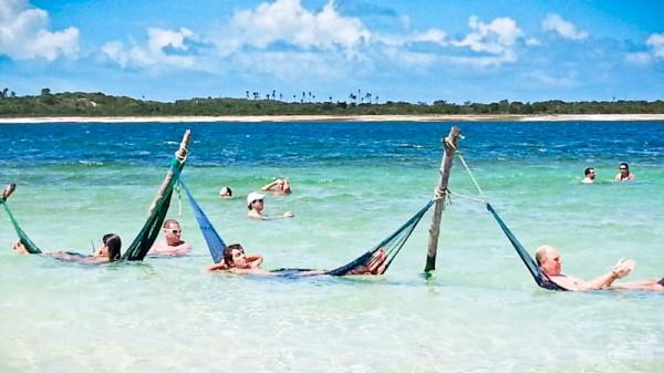 Relaxando nas redes da Lagoa do Paraíso