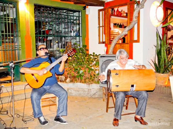Teve até música ao vivo para animar o Festival no Porto da Barra