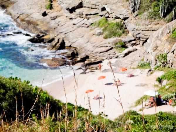 Pequena, selvagem e maravilhosa! Assim é a praia de nudismo Olho de Boi em Búzios
